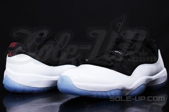 air-jordan-11-black-white-icy-sole_02