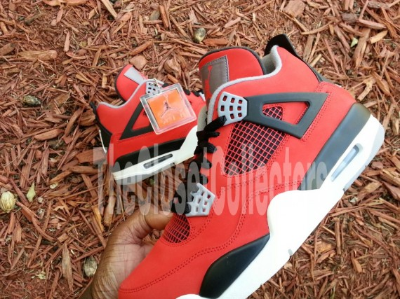 air-jordan-iv-fire-red-white-black-cement-grey-03-570x427