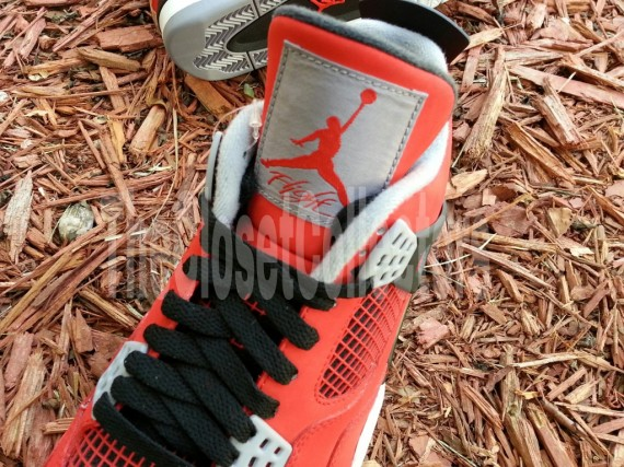 air-jordan-iv-fire-red-white-black-cement-grey-04-570x427