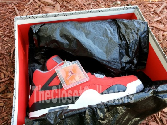 air-jordan-iv-fire-red-white-black-cement-grey-05-570x427
