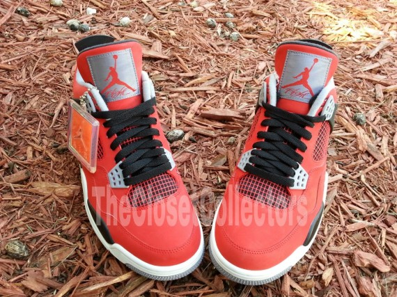 air-jordan-iv-fire-red-white-black-cement-grey-07-570x427