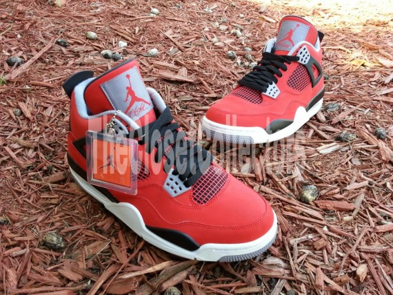 air-jordan-iv-fire-red-white-black-cement-grey-09-570x427