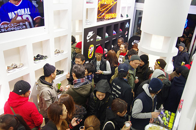 atmos-nike-am1-animal-camo-launch-recap-crowd1-1