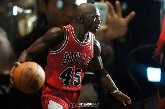 michael-jordan-figurines_03