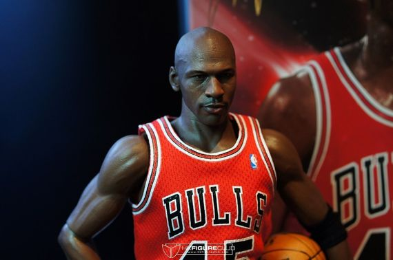 michael-jordan-figurines_06