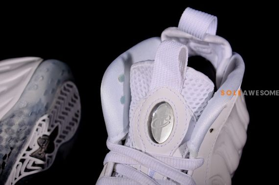 nike-air-foamposite-white-out_03