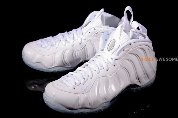 nike-air-foamposite-white-out_07