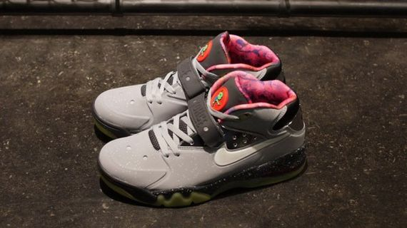 nike-air-force-max-2013-area-72-02-600x337