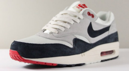 nike-air-max-1-og-whitenavy-red-1-540x298