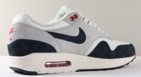 nike-air-max-1-og-whitenavy-red-2-540x298