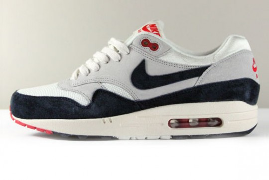 nike-air-max-1-og-whitenavy-red-540x361