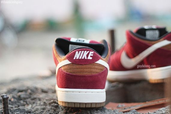 nike-sb-dunk-low-burgundy-cream_05