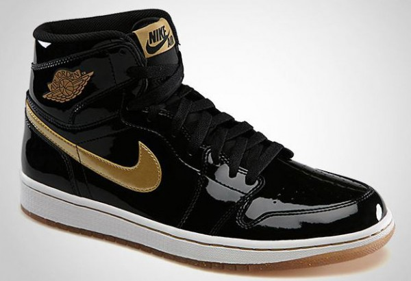 Air-Jordan-1-High-OG-Black-Metallic-Gold-2-600x410