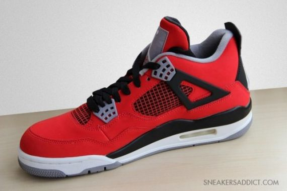 Air-Jordan-IV-Toro-540x360_result