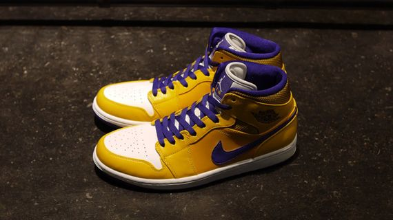 air-jordan-1-mid-rivalry-pack_04