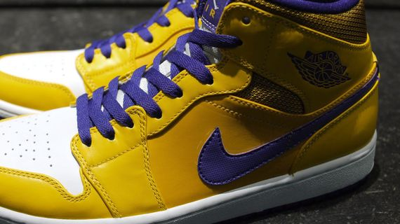 air-jordan-1-mid-rivalry-pack_05