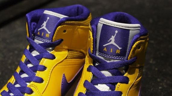 air-jordan-1-mid-rivalry-pack_06