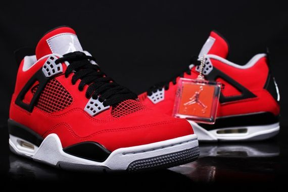 air-jordan-4-retro-fire-red-suede_02