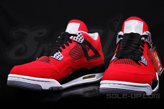 air-jordan-4-retro-fire-red-suede_03