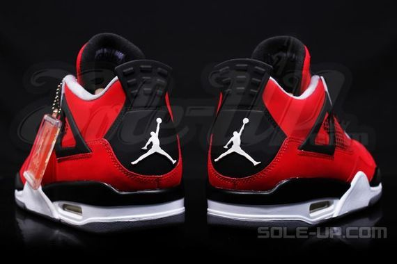 air-jordan-4-retro-fire-red-suede_04