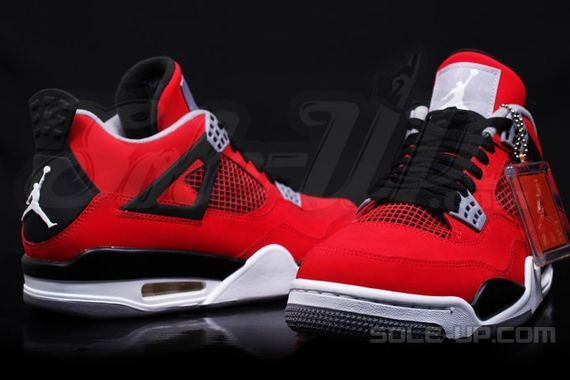 air-jordan-4-retro-fire-red-suede_05