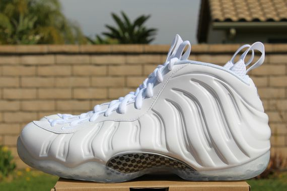nike-air-foamposite-one-whiteout_07