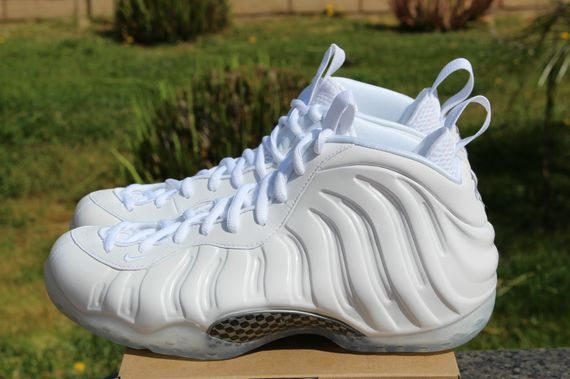nike-air-foamposite-one-whiteout_08