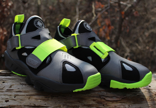 nike-air-huarache-94-black-volt