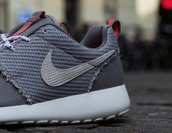 nike-roshe-run-dark-grey-canvas