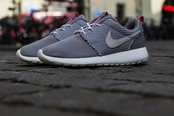 nike-roshe-run-dark-grey-canvas_02
