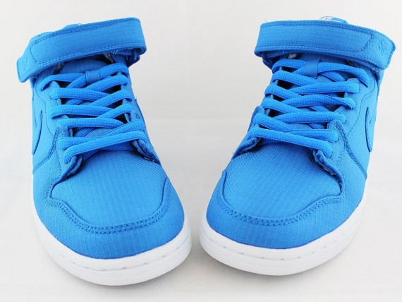 nike-sb-dunk-mid-photo-blue-ripstop-nylon-03-570x428