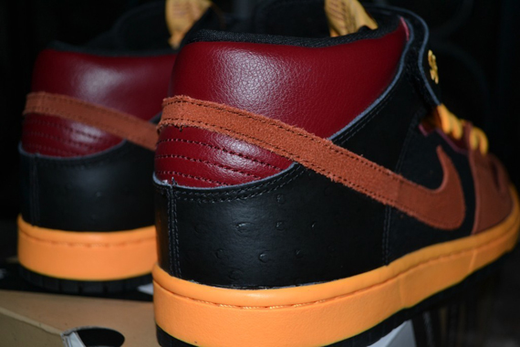 nike-sb-dunk-mid-red-orange-black-ostrich-2