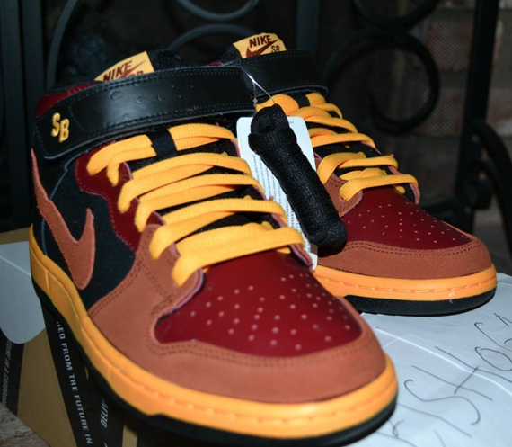 nike-sb-dunk-mid-red-orange-black-ostrich-3