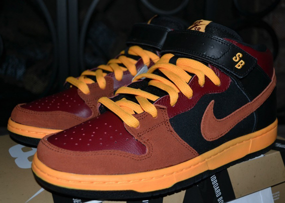 nike-sb-dunk-mid-red-orange-black-ostrich-6