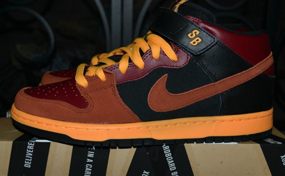 nike-sb-dunk-mid-red-orange-black-ostrich-7