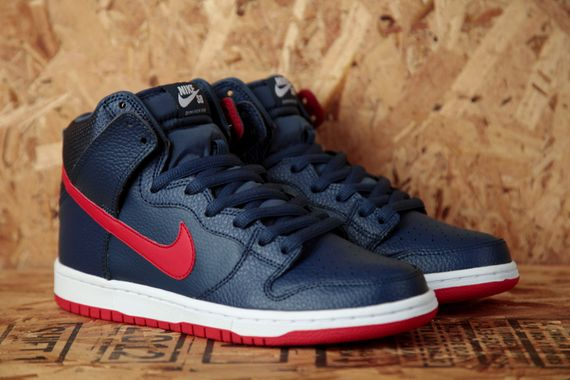 Nike-SB-Dunk-High-Pro-Squadron-Blue-University-Red