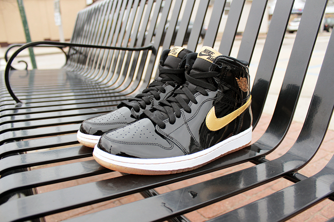 air-jordan-1-black-gold_02