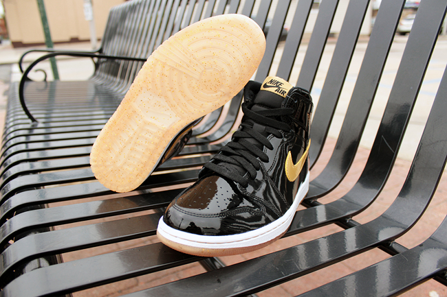air-jordan-1-black-gold_03