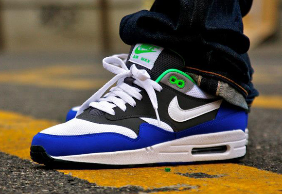 nike-air-max-1-essential-whitedark-grey-hyper-blue