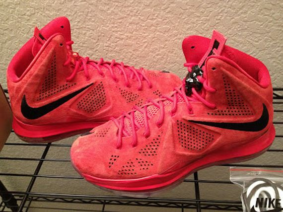 nike-lebron-10-sportswear-pe-red-suede-3-09_result
