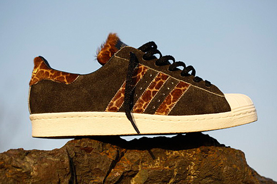 xlarge-x-adidas-originals-superstar-80s-giraffe-02