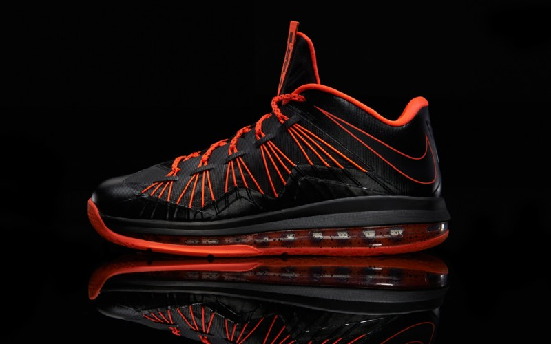 Lebron-Profile-Blk-Total-Crimson_3156_TWI-800x500