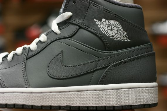 air-jordan-1-high-cool-grey