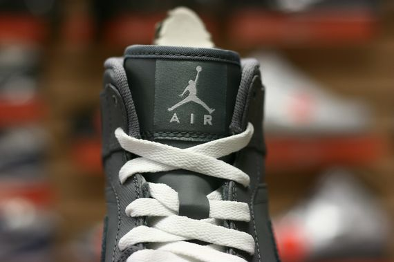 air-jordan-1-high-cool-grey_02