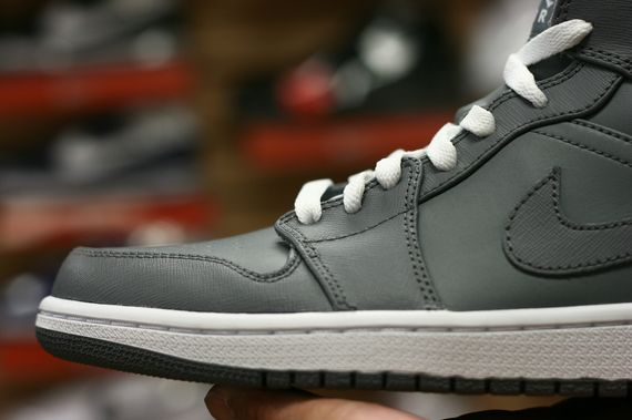 air-jordan-1-high-cool-grey_03