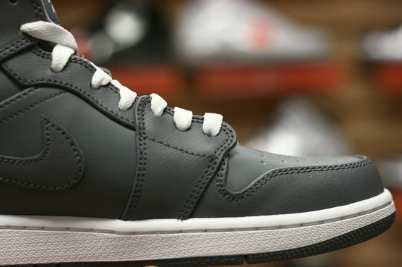air-jordan-1-high-cool-grey_04