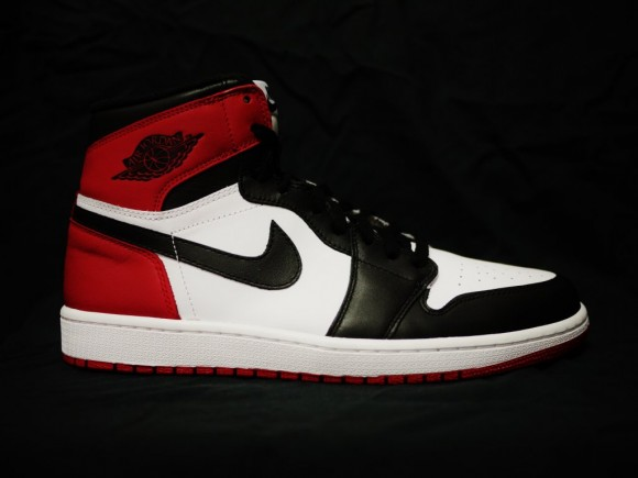 air-jordan-1-og-black-toe-01