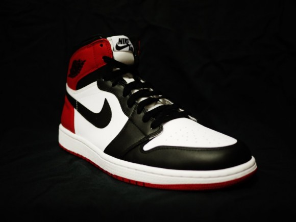 air-jordan-1-og-black-toe-02
