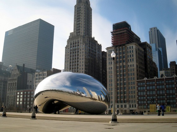 cloud-gate-the-bean-att-plaza-millenium-park-chicago-570x427