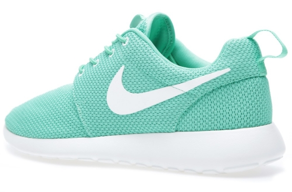 green-white-roshe run-nike